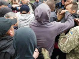 Во время памятной акции на Мемориале Славы в Харькове произошли стычки 1